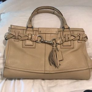 Coach creamy coloured bag👌🏼condition and quality